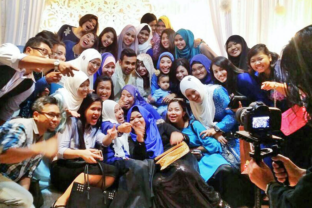 Singapore actress Rui En's fan club RBKD visiting her while she was filming Channel 8 drama The Journey: Our Homeland in Penang in March last year. Members of Singapore singer Taufik Batisah's fan club Fiknatics got invited to the their idol's weddin