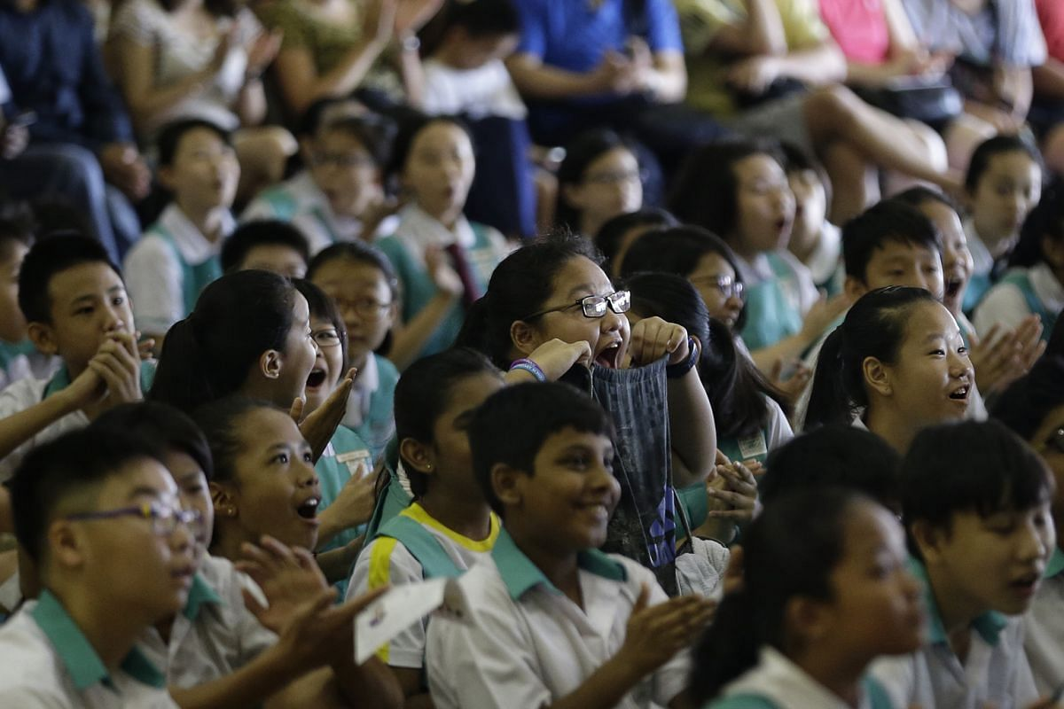 """Zhonghua Primary School pupils gathering to get their PSLE results on Nov 24. While MOE has made efforts to reduce the over-emphasis on academic results, """"society has been too conditioned (to) not see the PSLE as a high-stakes exam"""", says GPC (Educat"""